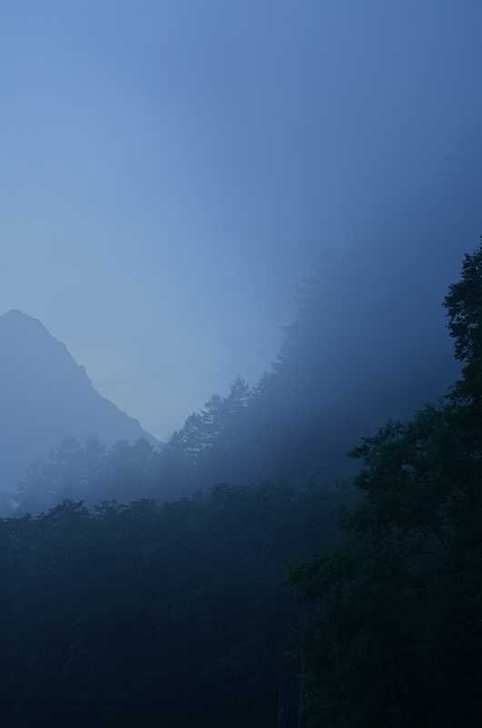 Dim-light-of-the-place-between-mountains-in-Kamikochi